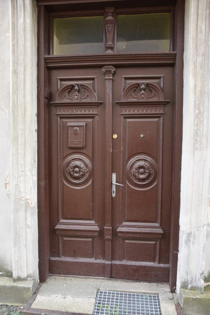 Rzeźbione drzwi wejściowe, dwuskrzydłowe, z cimnego drewna