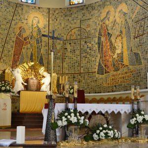 Kościół pw. Nawiedzenia NMP z mozaiką ceramiczną wykonaną przez miejscowych garncarzy